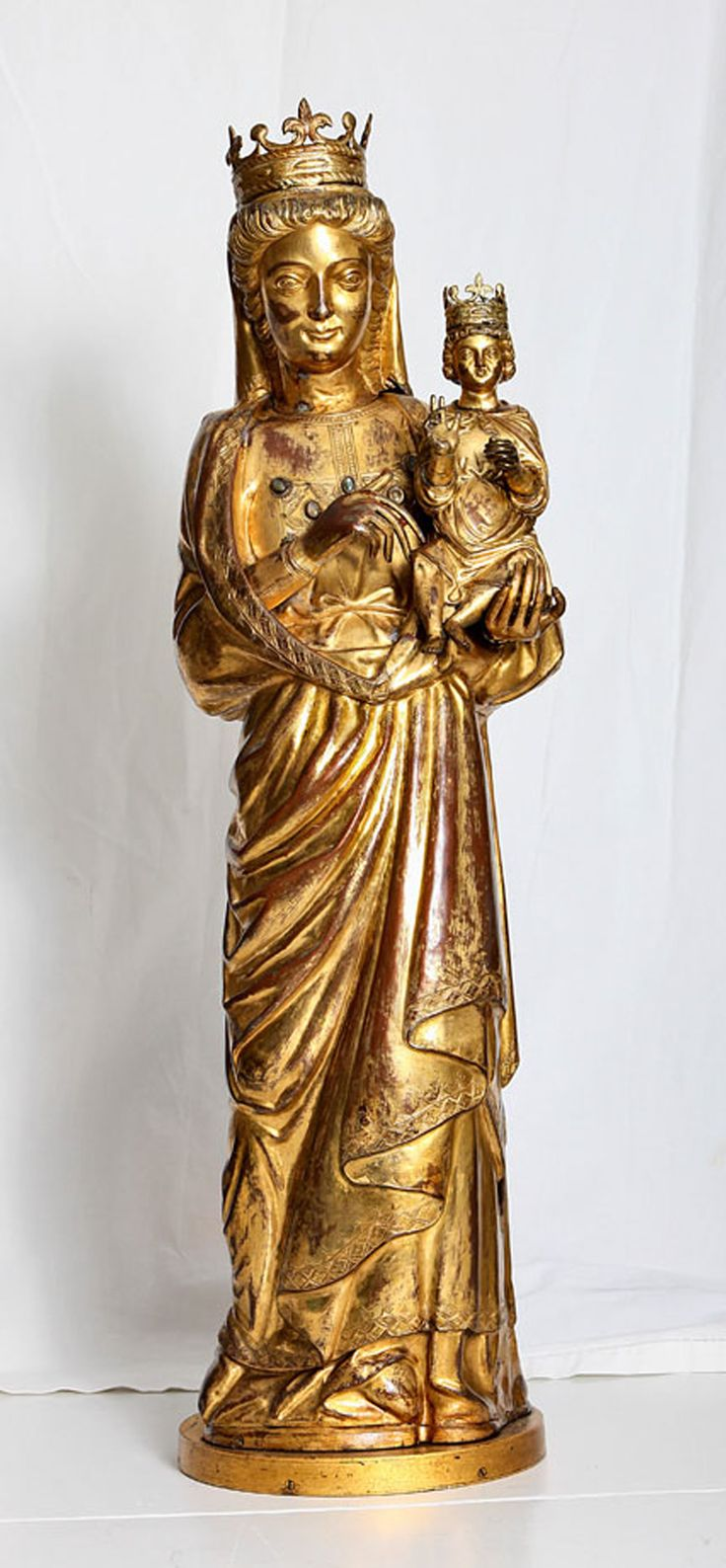 Tesoro del Duomo di Milano, Madonna con bambino, sec. XIV, rame dorato, cristalli e corallo (restauro 2012)