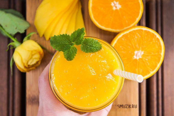 Тропический смузи из манго и апельсина