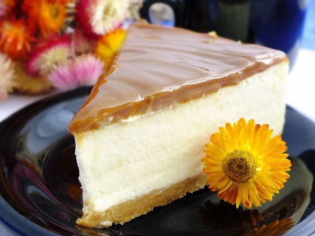 z cukrem pudrem: sernik z białą czekoladą i karmelem