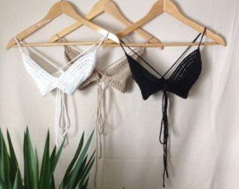 Artículos similares a Ganchillo bikini conjunto - Triángulo bikini boyshort superior y descarado partes inferiores - más colores disponibles en Etsy