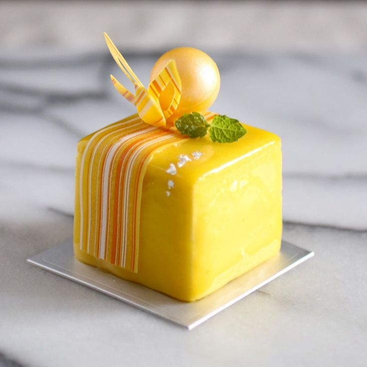 241 mentions J'aime, 14 commentaires – Michael - The Food Radar (@world_food_radar) sur Instagram : « May 3 2017。Hong Kong。Dessert。Mango Cake  This is not an ordinary Mango cake but super tasty one!!… »