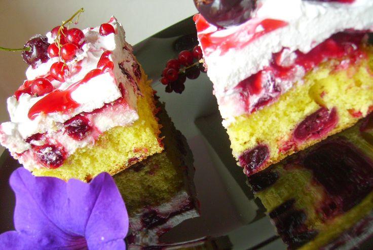 Pandişpan cu cireşe şi coacăze roşii ~ Bucate, vorbe şi arome