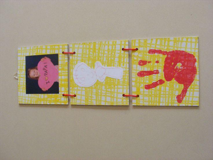 Kaderhanger uit drie delen. Bovenaan een foto van de kleuter, in het midden een tekening van papa en onderaan een afdruk van de kleuterhand