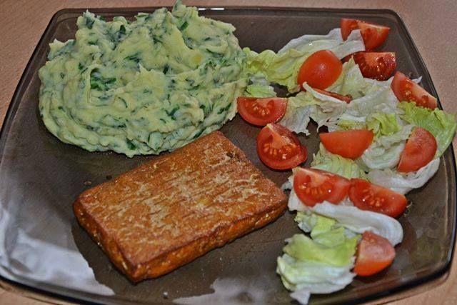 Kytičkový den - Tofu + bramborovošpenátová kaše se sojovým mlékem a olivovým olejem + zelenina