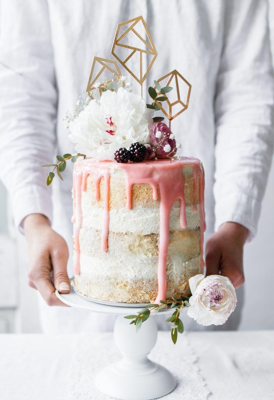 Modern und trendy - so sind unsere neuen Tortenstecker.   Schriftzüge oder Formen auf Eurer Hochzeitstorte sind so was von mega Trend und lassen Eure Torten in einem tollen Look erstrahlen.  Sie passen gut zum Hochzeitsthema Vintage, Bohemian oder Shabbychic und natürlich zu Eurem Junggesellinnenabend.