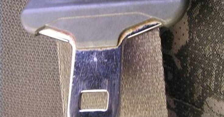 """La historia de los cinturones de seguridad. Según el Traffic Safety Center de la University of California Berkeley, los cinturones de seguridad son """"el dispositivo más eficaz de seguridad personal para los ocupantes de un vehículo a motor hasta ahora desarrollado para los niños mayores y adultos"""". Los cinturones de seguridad han existido de alguna forma desde los primeros días del ..."""