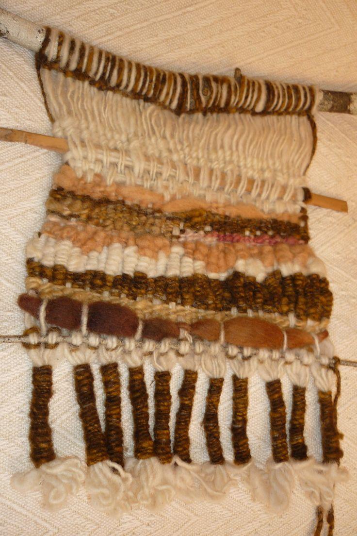 Telar en una rama de Ciruelillo hecho con lana de oveja hilada a mano y tenida con tintes naturales