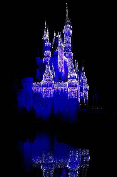 25 Amazing Christmas Light Displays Around the World