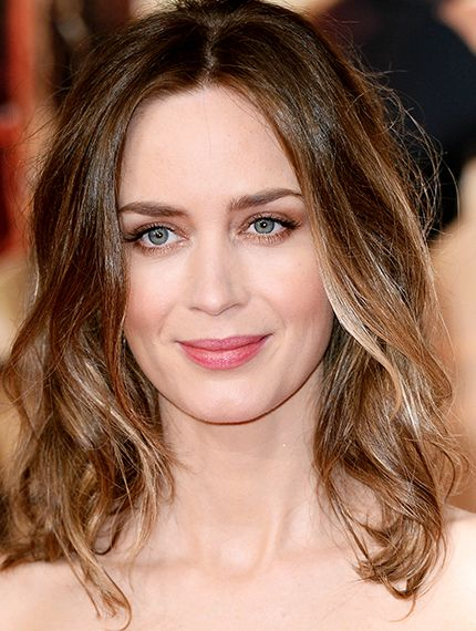 picture of bob haircut emily blunt sports a ombre bob hair 4602