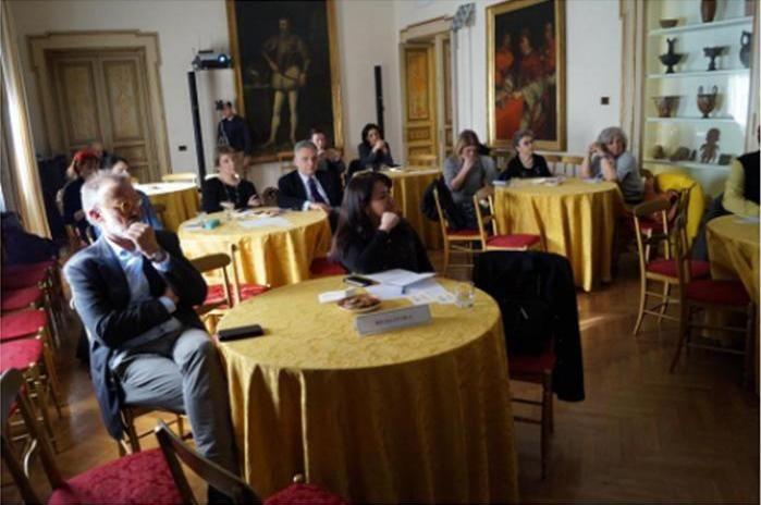 Il Consigliere Diplomatico Raimondo VILLANO al Caffè delle Scienze sugli Estratti vegetali del Nopal nella conservazione dei beni culturali, in collaborazione con l'ENEA. (Roma, Istituto Italo Latino Americano, 30 marzo 2017).
