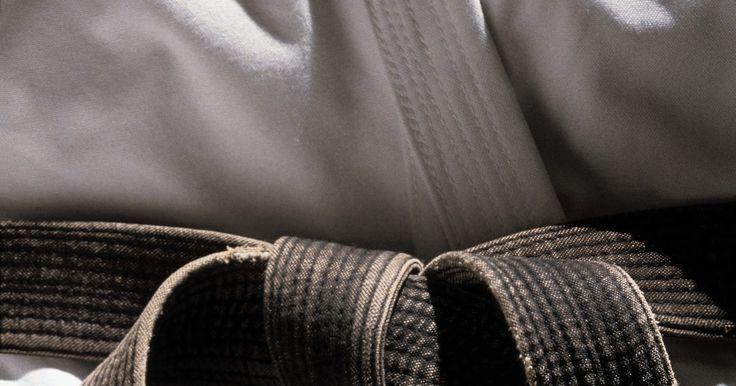 El tiempo que se tarda en progresar en los niveles de cinturones en karate. Si estás considerando aprender karate, probablemente te preguntes cómo funcionan los diferentes niveles de cinturones y cómo progresar a través de ellos. La mayoría de las personas que oyen sobre karate piensan inmediatamente en el famoso cinturón negro, un símbolo de prestigio del facultativo y peligroso competente de las artes marciales. Sin ...