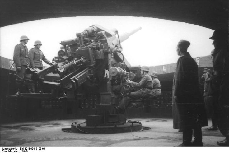 Bundesarchiv Bild 101I-656-6103-09, Reichsgebiet.- Flak-Turm mit schwerer Flak - Category:12.8 cm Flak 40 - Wikimedia Commons