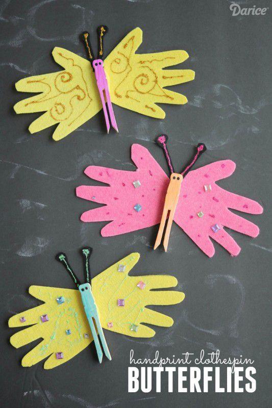 Schmetterlinge aus aufgemalten Händen und einer alten Wäscheklammer basteln