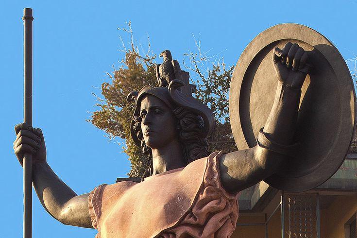 La statua della Minerva a pavia