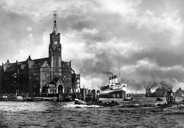 Das Gebäude wurde nach dem Brand wieder aufgebaut (Foto aus den 30er Jahren).