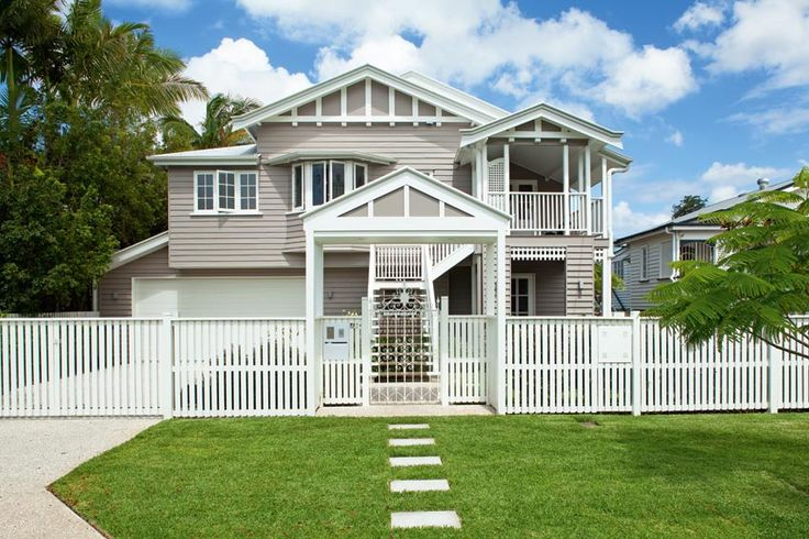 typical 1920s Queenslander - Love the external colour choice! Gives a modern touch without losing the Queenslander feel