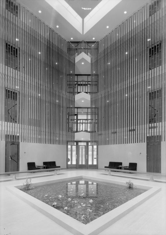 Architecture Photography of the American embassy in Oslo by Teigens Fotoatelier, 1959. DEXTRA Photo, CC BY