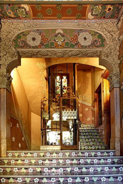 Entrada a la Casa Lleo Morera de Domènech i Montaner. http://www.viajarabarcelona.org/lugares-para-visitar-en-barcelona/casa-lleo-morera/ #Barcelona #Modernismo