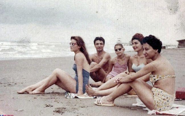 <krk>Así vestían las mujeres iraníes en las playas antes de la revolución islámica (Foto: Themuslimissue).