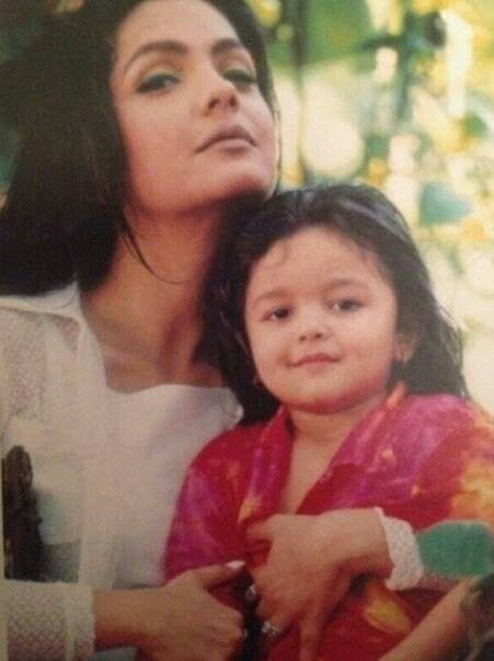 Pooja Bhatt with little Aliya Bhatt ♡♥