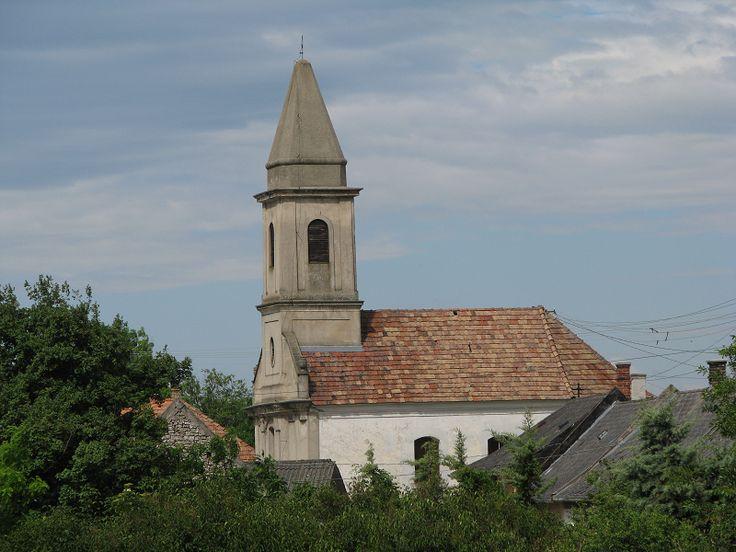 Szentháromság Római katolikus templom (Mencshely) http://www.turabazis.hu/latnivalok_ismerteto_4983 #latnivalo #mencshely #turabazis #hungary #magyarorszag #travel #tura #turista #kirandulas