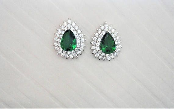 Green Pear cut lab Emerald with Clear/White round cut natural