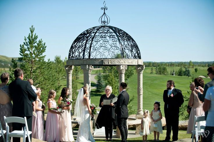 Outdoor ceremony at Blue Devil Golf Club captured by Tara Whittaker Photography   Calgary wedding photographer
