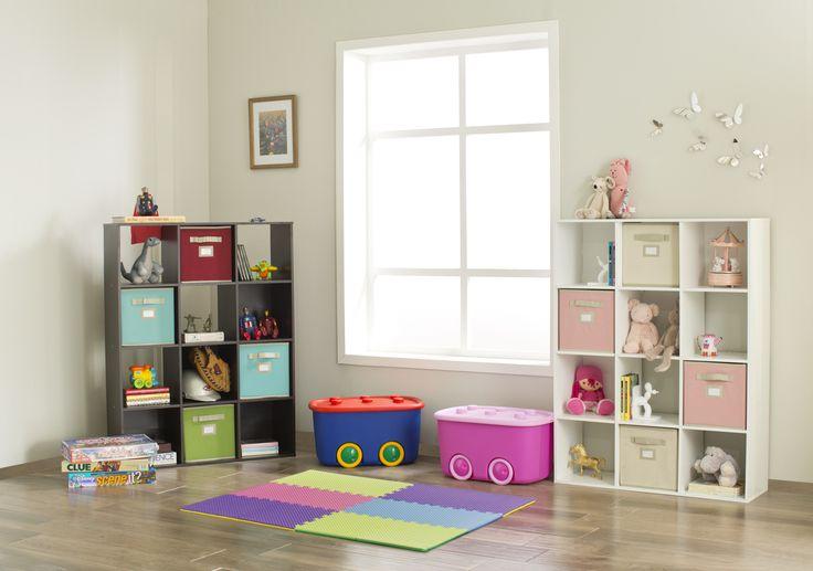 Los organizadores en cubos son perfectos para el cuarto de los niños.