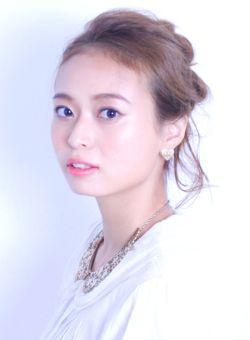 つぶしシニョンのアップヘア♡ ライブ・コンサートにおすすめのヘアスタイルのアイデア。髪型・アレンジ・カットの参考に☆