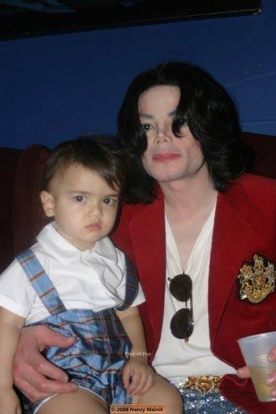 Michael Jackson and son Blanket
