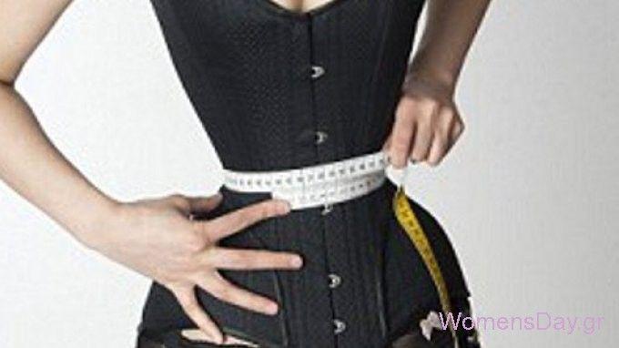 Μέση... δαχτυλίδι: Δείτε τη γυναίκα που κοιμάται επί τρία χρόνια με κορσέ για να συρρικνωθεί!! - WomensDay.gr