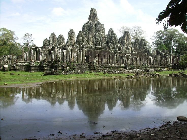 Explore and discover the true world of travel with the help of a professional Travel & Adventure Coach from Carry On Wandering #traveltips #adventuretravel #travelcoach #travelcompanion #adventurecoach #cambodia #roadtrip #photography #fun #travel #bayon