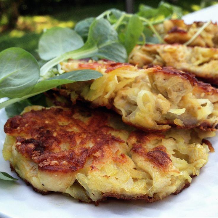 Des galettes de pomme de terre et poulet grillées à la poêle puis cuites au four