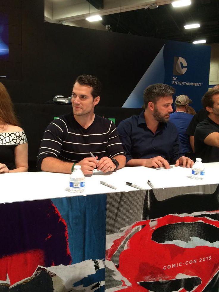 "Henry Cavill rocking the autograph line #HenryCavill RT @DCComics: #BatmanvSuperman """