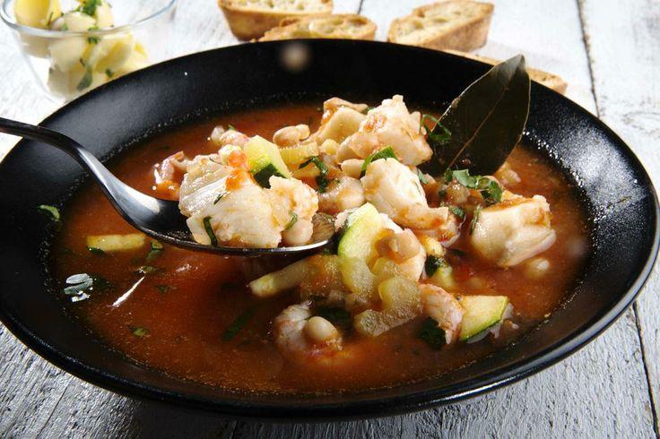 Italiensk fiskesuppe med hvitløksbrød - Godt.no - Finn noe godt å spise