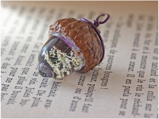 Beautiful charm made with dried Queen Anne's Lace imbedded in the resin, and with a real acorn cap.