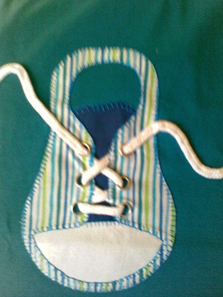 Zapatilla deporte en patchwork sobre camiseta