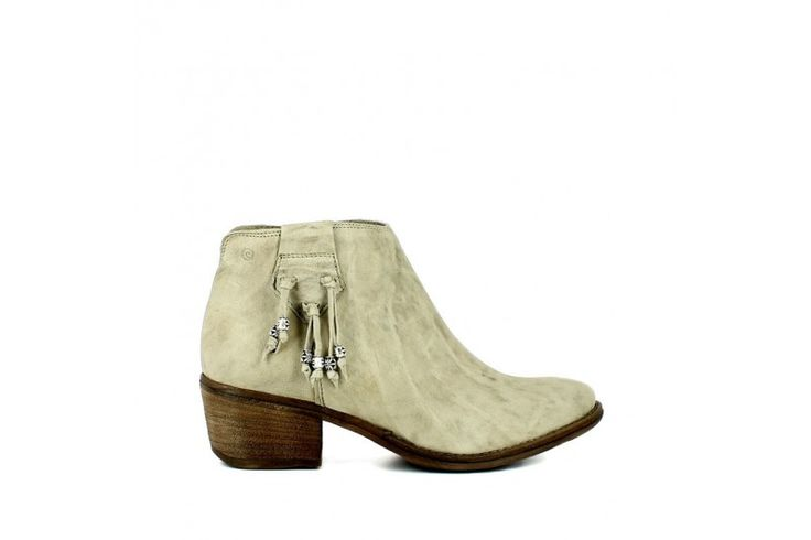 Rodeo Sand   Half boot in real leather vintage effect. Accessoire  on the side, 4 cm heel high, rubber sole