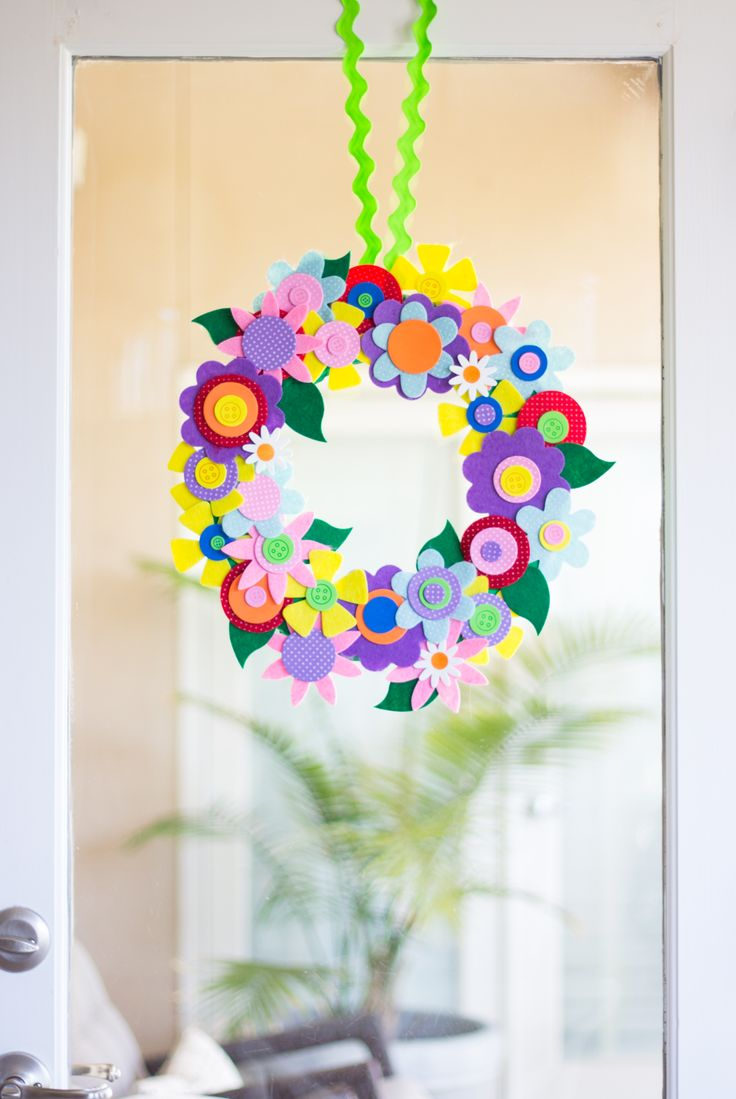 Easy spring crafts for seniors - Colorful Spring Flower Wreath