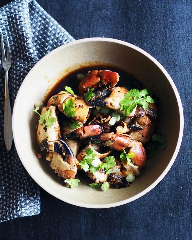 Pepperkrabbe er helt latterlig digg, og så enkelt å lage! Plukk med deg et nett krabbeklør hjem fra butikken i dag og lag pepperkrabbe på 15 minutter. Oppskrift på juliesmatblogg.no! #juliesmatblogg