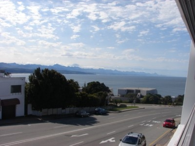 Very large four bedroom apartment for sale in Plettenberg Bay –centrally located with spectacular sea views!