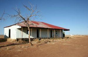 Australian style buildings - Little-House-in-the-Outback.jpg