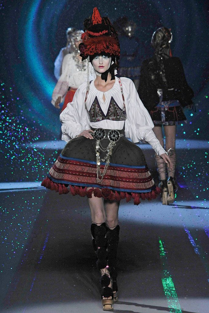 John Galliano Fall 2009 Ready-to-Wear Collection.