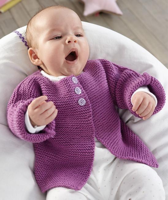 Baby Jacke aus Bravo Baby 135 Baby Smiles Merino Mix oder Baby Smiles Super Soft - Mit dem geraden Schnitt und in kraus rechts gestrickt ist dieses Jäckchen aus Baby Smiles Bravo Baby perfekt für Strickanfänger oder Design-Puristen. Keine Angst vor Knopflöchern! Die Jacke wird mit Druckknöpfen geschlossen und die Knöpfe werden einfach zur Deko darüber genäht. Das Strickjäckchen kann auch in den Garnen Baby Smiles Merino Mix oder Baby Smiles Super Soft gestrickt werden.