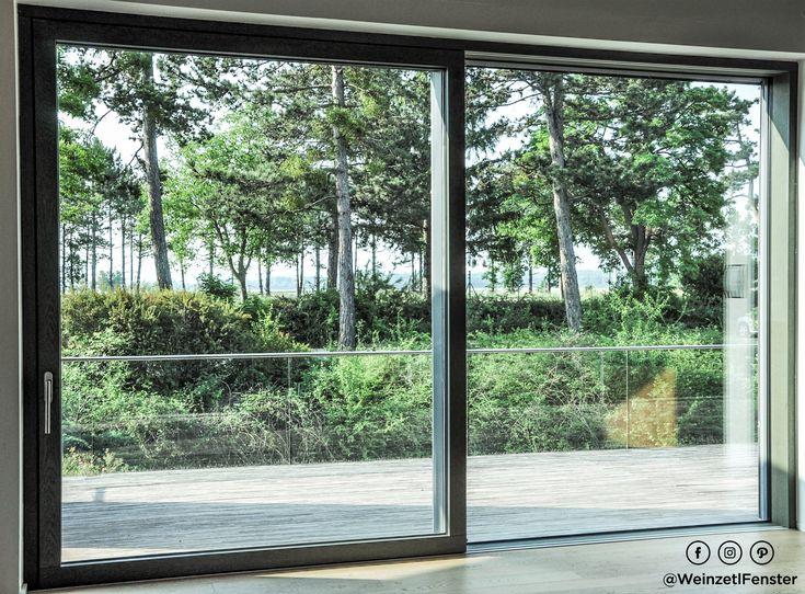 Mehr Glas geht kaum noch. Die Holz/Alu-Hebeschiebetüre H/Apro flat sorgt mit der nahezu rahmenlosen Ausführung für den optimalen Blick nach draußen.