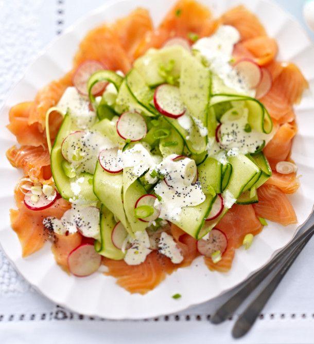 Unser beliebtes Rezept für Radieschen-Gurken-Salat auf Lachs mit Mohn-Crème-fraîche und mehr als 55.000 weitere kostenlose Rezepte auf LECKER.de.