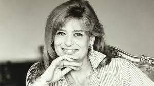 Melína Merkoúri fue una actriz, cantante y activista política griega. Fue miembro del Parlamento Helénico y, en 1981, se convirtió en la primera mujer en Grecia en ocupar el puesto de Ministra de Cultura