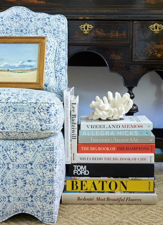 Remember this post about decorator Sarah Bartholomew'sinsanely chic Nashville home? Well, the talented designer has published more snippets of her photogenic abode online and I couldn't resistsharing them with you. Blue and white dominates the classic interior and looks good doing it. Between the leopard runner and ikat walls, I'd gladlymove into herfoyer and call …