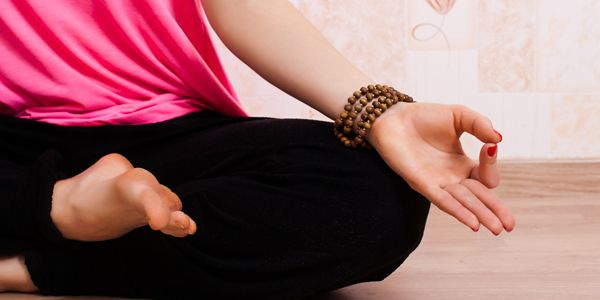 (VIDEO) Sequenza di riscaldamento e 5 facili posizioni yoga | Passione Yoga