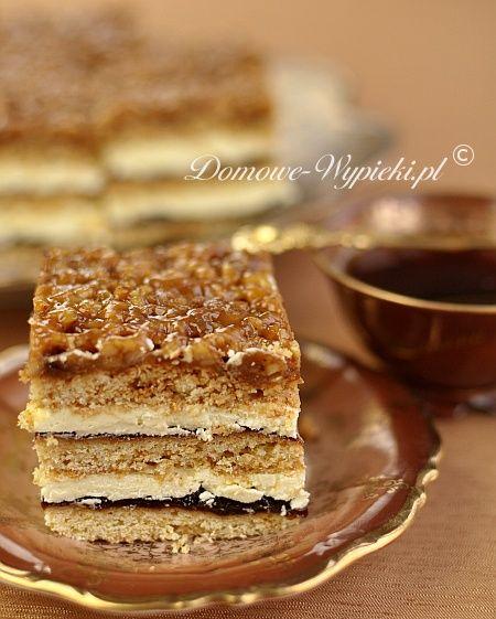 Pyszne, świąteczne ciasto miodowe, przekładane masą budyniową oraz dla przełamania słodyczy również powidłami śliwkowymi. Ciasto najlepiej smakuje po ok. 2-...